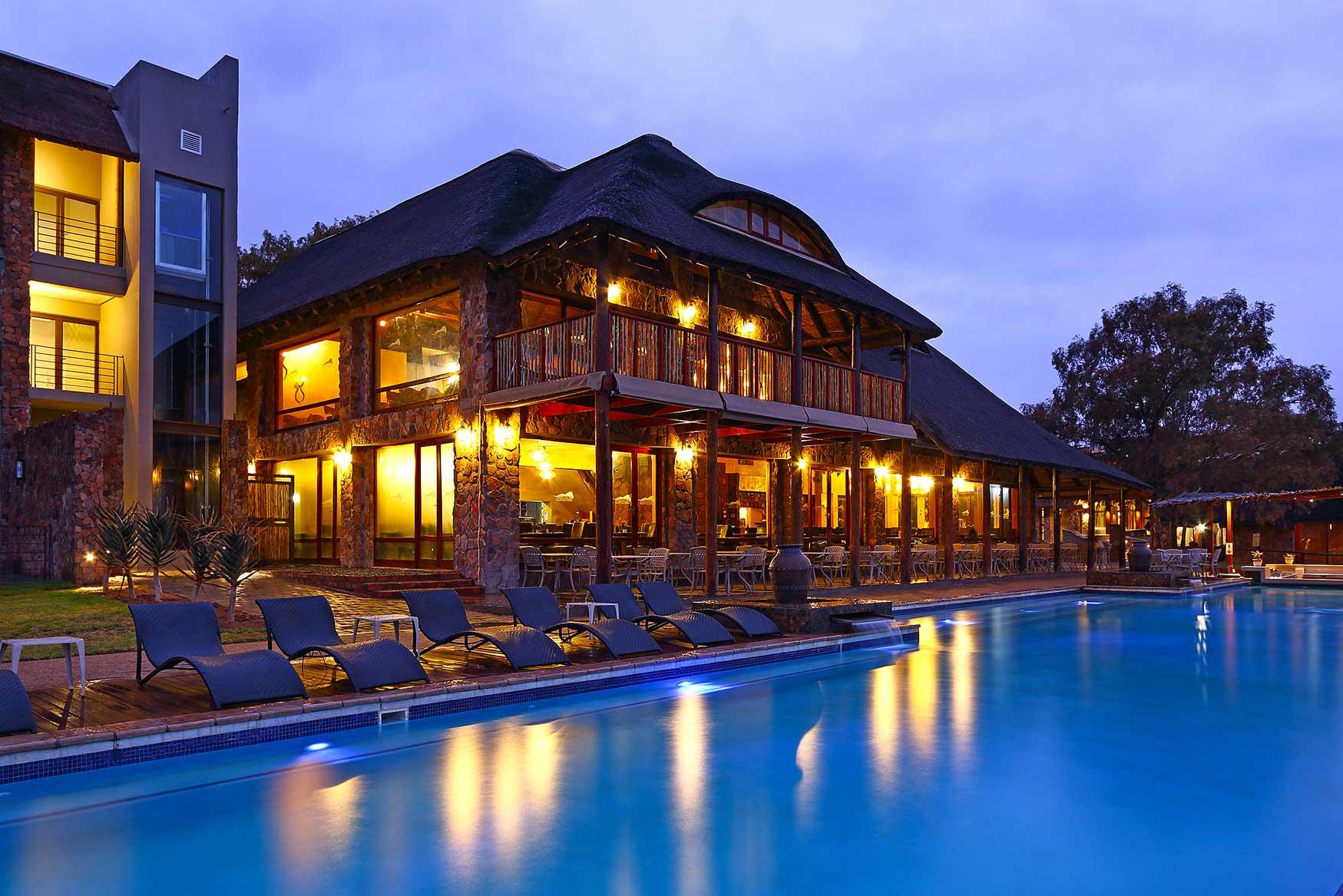 Aquila-Poolside-Restaurant